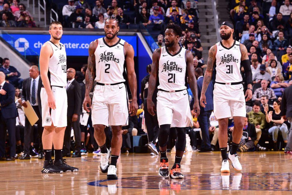 Os Clippers estão lutando muito. 1