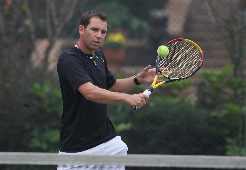 Sergio Garcia se prepara para o torneio de tênis profissional. 11